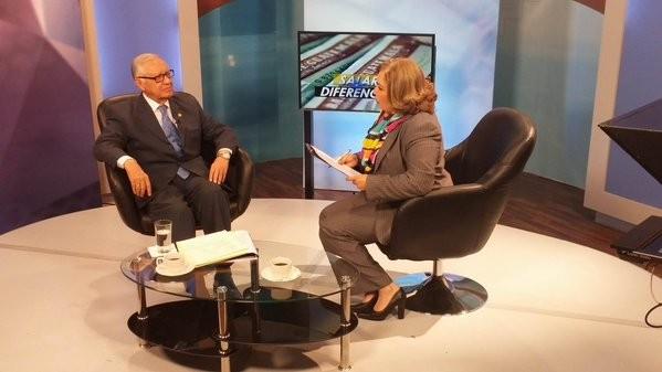 "En ""Telediario"" con la periodista Elsie Sierra."