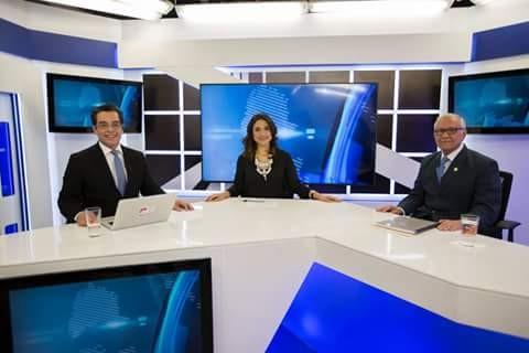 """En el programa """"A las 8 y 45"""" de canal Antigua con los periodistas Juan Luis Font y Claudia Méndez Arriaza."""