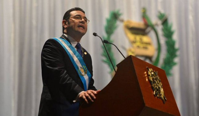 El presidente Jimmy Morales pronunciando su discurso
