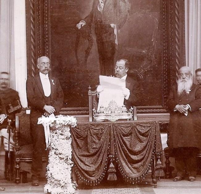 Foto tomada durante el discurso de Estrada Cabrera en su tercera reelección.