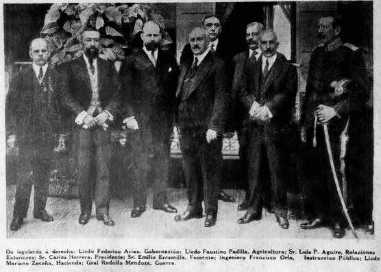 El presidente Carlos Herrera con su Gabinete