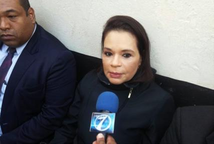 Roxana Baldetti Elías con su abogado Benjamín Estrada