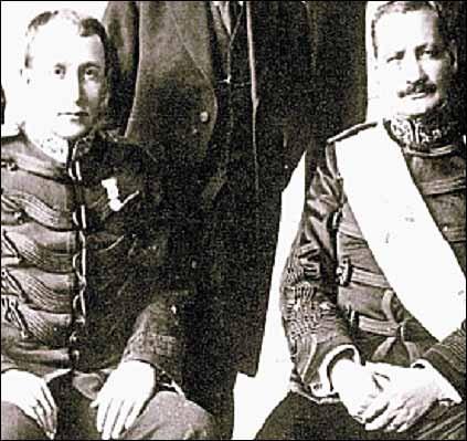 El general José María Orellana Pinto acompañado del coronel Jorge Ubico Castañeda.