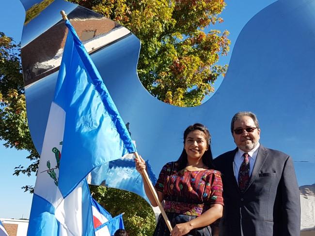 Alumna Heidi Cucul de Cobán y Pepo Toledo