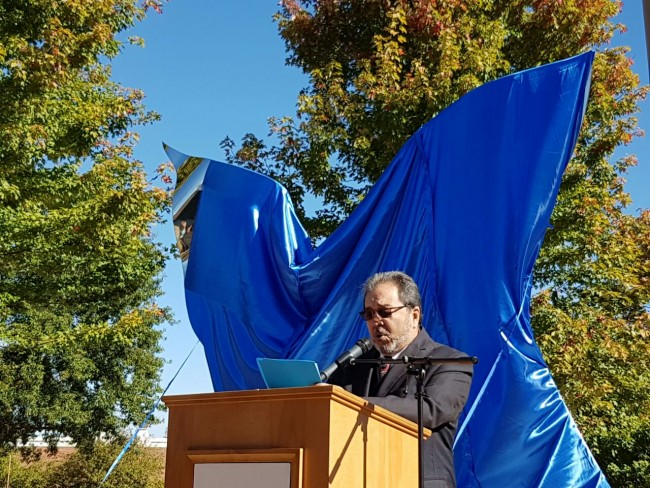 Pepo Toledo pronunciando su discurso de inauguración